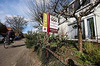 Nederland, Driebergen, 10 maart 2015<br /> Huis te koop in mooi straatje in Driebergen. <br /> Huizenmarkt trekt in de grote steden weer aan,  <br /> Foto: (c) Michiel Wijnbergh