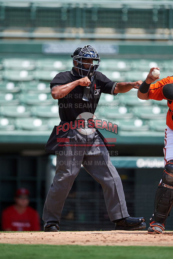 Umpire Thomas Burrell during a game between the GCL Red Sox and GCL Orioles on August 16, 2016 at the Ed Smith Stadium in Sarasota, Florida.  GCL Red Sox defeated GCL Orioles 2-0.  (Mike Janes/Four Seam Images)