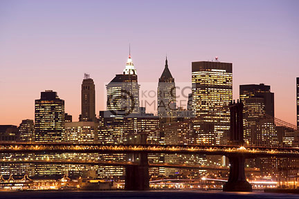 DOWNTOWN SKYLINE EAST RIVER BRIDGES MANHATTAN NEW YORK CITY USA