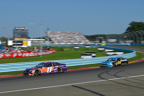 #11: Denny Hamlin, Joe Gibbs Racing, Toyota Camry FedEx Ground, #34: Michael McDowell, Front Row Motorsports, Ford Fusion K-LOVE RADIO