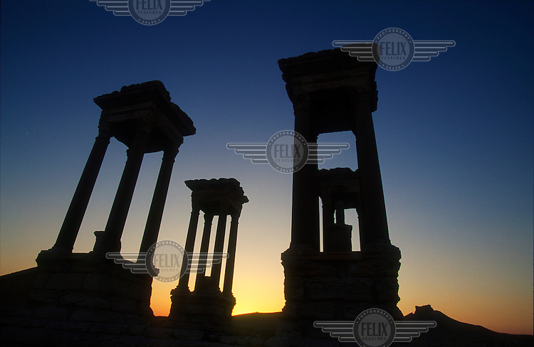 Dusk view of the  Tetrapylon in the ancient ruins of Palmyra. Palmyra (or Tadmor in Arabic) dates back to the Neolithic period and was first mentioned in the second millennium BC as a caravan stop. It later came under the Seleucid Empire and then under the Roman Empire.<br /> In May 2015 Islamic State (IS) forces fighting the Syrian government of President Assad took control of the modern settlement of Tadmur and the historic site. There are fears that the priceless treasures could fall victim to IS's iconoclastic destruction that has seen museums and ancient sites across Syria and Iraq destroyed.