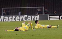 Dries Mertens  Gonzalo Higuain piange     durante l'incontro di calcio di Champions Leahue  Napoli Arsenal allo  Stadio San Paolo  di Napoli , 13 Dicembre  2013<br /> Foto Ciro De Luca