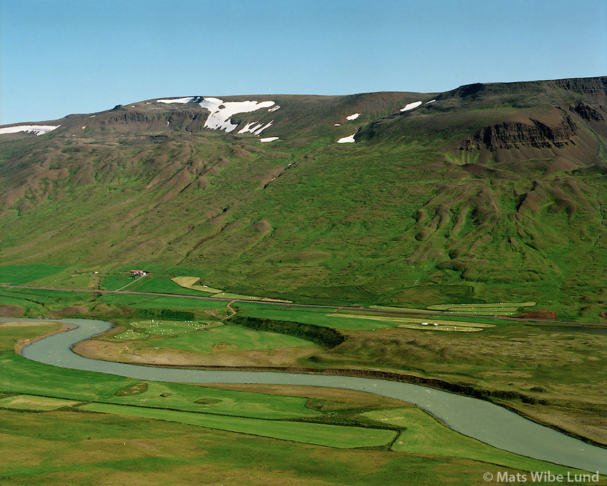 Fremstagil, Engihlíðarhreppur, Blanda í forgrunni. /  .Fremstagil with river Blanda in foreground. Engihlidarhreppur.