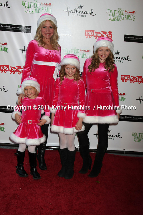 LOS ANGELES - NOV 27:  l-r:  Alyvia Alyn Lind, Barbara Alyn Woods, Emily Alyn Lind, Natalie Alyn Lind arrives at the 2011 Hollywood Christmas Parade at Hollywood Boulevard at Sycamore on November 27, 2011 in Los Angeles, CA