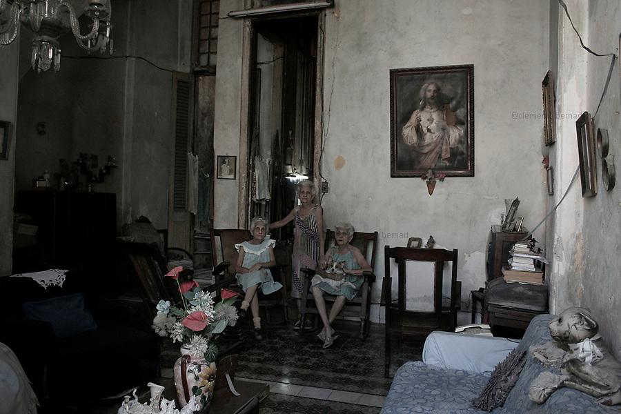Havana (Cuba). September 2006..La Habana Vieja. Olga, Lourdes, Carmen, three old sisters..