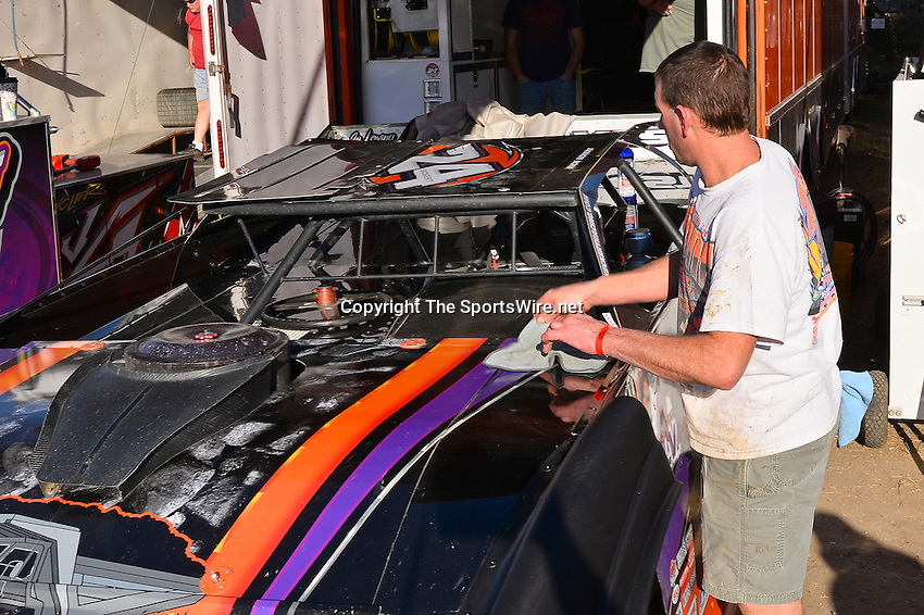 Feb 17, 2014; 4:39:26 PM;  Barberville, FL, USA;  World of Outlaws Late Model Series for 43rd Annual DIRTcar Nationals presented by Summit Racing Equipment at Volusia Speedway Park.  Mandatory Credit: (thesportswire.net)