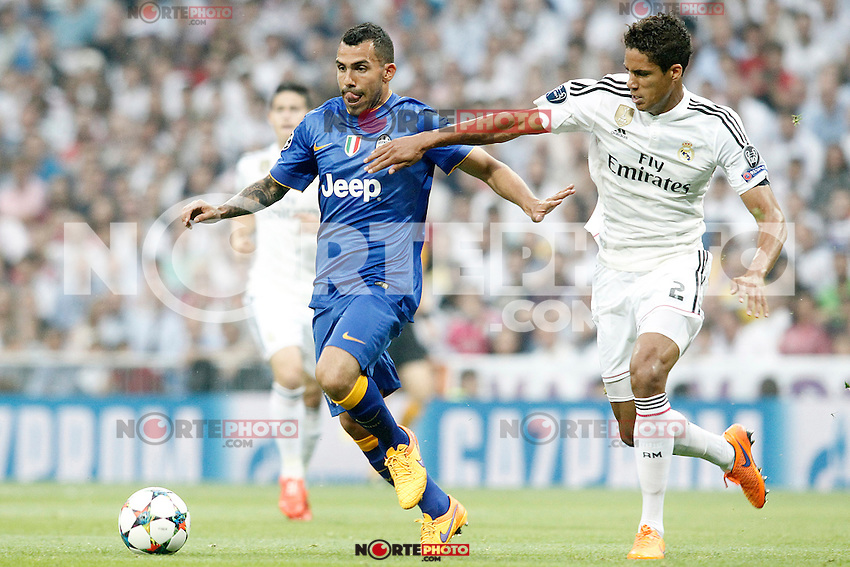 Real Madrid's Raphael Varane (r) and Juventus' Carlos Tevez during Champions League 2014/2015 Semi-finals 2nd leg match.May 13,2015. (ALTERPHOTOS/Acero) /NortePhoto.COM