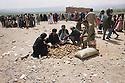 Iran 1991 Distribution of food for the Iraqi Kurdish refugees after crossing the border<br /> Iran1991 Distribution de nourriture aux Kurdes irakiens apres le passage de la fronti&egrave;re