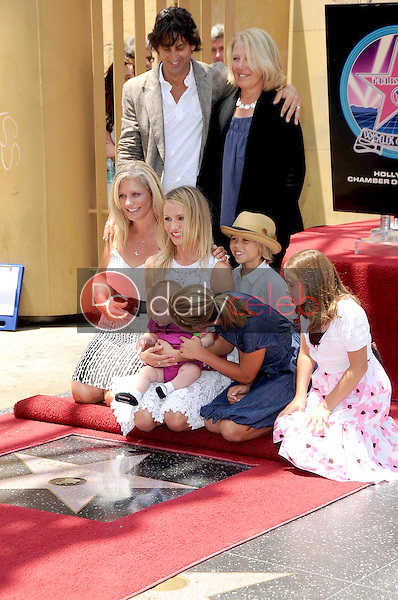 Cameron Diaz and family<br />at the Ceremony honoring Cameron Diaz with a Star on the Hollywood Walk of Fame. Hollywood Boulevard, Hollywood, CA. 06-22-09<br />Dave Edwards/DailyCeleb.com 818-249-4998