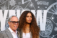 NOVA YORK, EUA, 09.09.2019 - MODA-NYFW - Designer Tommy Hilfiger e a atriz  Zendaya durante desfile  do New York Fashion Week no Teatro Apollo na cidade de Nova York neste domingo, 09. (Foto: Vanessa Carvalho/Brazil Photo Press)