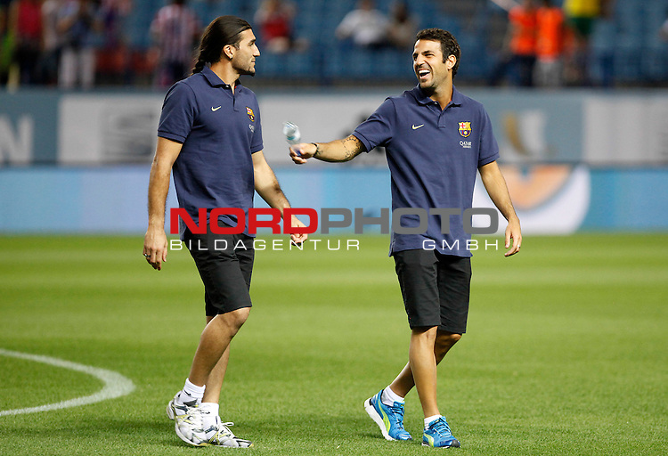 FC Barcelona's Jose Manuel Pinto (l) and Cesc Fabregas during Supercup of Spain 1st match.August 21,2013. Foto © nph / Victor Blanco)