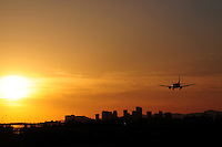 Phoenix, Arizona. An airliner about to land at Phoenix Sky Harbor International Airport having as a backdrop Downtown Phoenix' skyline, outlined by a majestic sunset on the afternoon of March 24, 2015. Photo by Eduardo Barraza © 2015