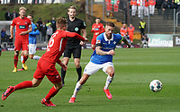Tobias Kempe (SV Darmstadt 98) gegen David Otto (1. FC Heidenheim) - 29.02.2020: SV Darmstadt 98 vs. 1. FC Heidenheim, Stadion am Boellenfalltor, 24. Spieltag 2. Bundesliga<br /> <br /> DISCLAIMER: <br /> DFL regulations prohibit any use of photographs as image sequences and/or quasi-video.