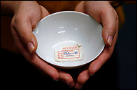 Tiny Qing Dynasty tea bowl sells for £40,000.