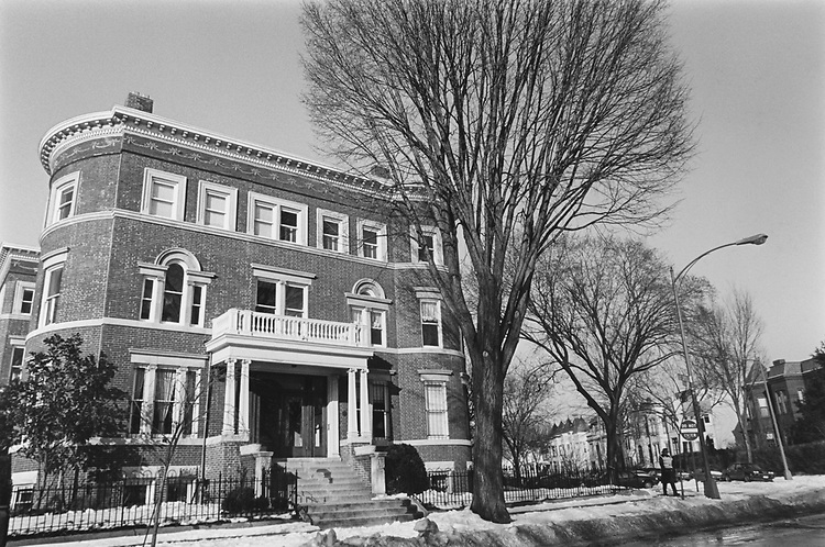 Residential at Multi Family property on East of Capitol and North of Lincoln Park between 12th North East and Tennessee in March 1994. (Photo by Maureen Keating/CQ Roll Call via Getty Images)