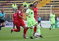 BOGOTÁ - COLOMBIA, 28-03-2018:Angie Valbuena (Centro) jugadora de la Equidad disputa el balón con Patriotas de Boyacá  durante partido por  la sexta Fecha de Liga Aguila Femenina 2018 jugado en el estadio Metropolitano de Techo de la ciudad de Bogotá. /Angie Valbuena (C) player of Equidad  figths the ball agaisnt  of Patriotas of Boyaca  during the match for the date 6 of the Women's Aguila  League 2018 played at the Metroplitano de Techo  Stadium in Bogota city. Photo: VizzorImage / Felipe Caicedo / Staff.