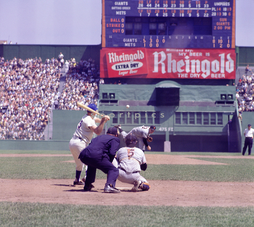Game action between the New York Mets and the San Francisco Giants at the Polo Grounds during the 1962 season. (SportPics)