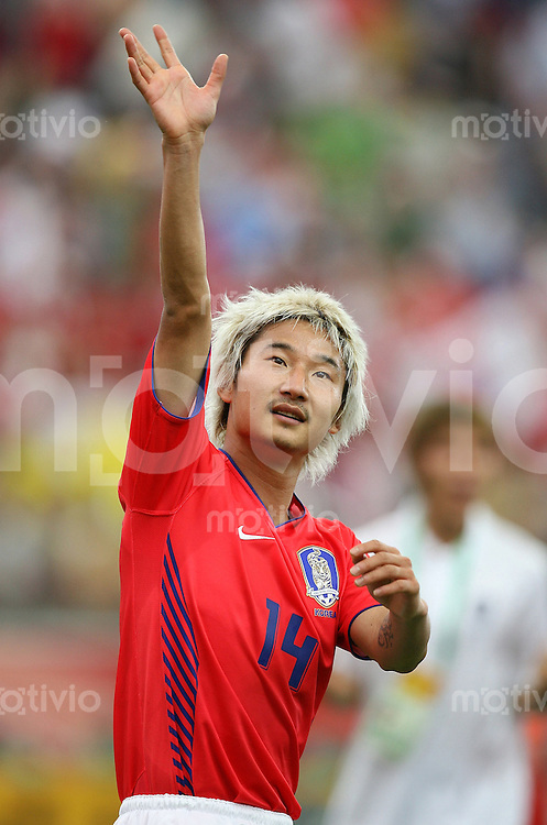 Fussball WM 2006  Gruppenspiel  Vorrunde Suedkorea - Togo Torschuetze Chun Soo LEE (KOR) freut sich nach dem Spiel