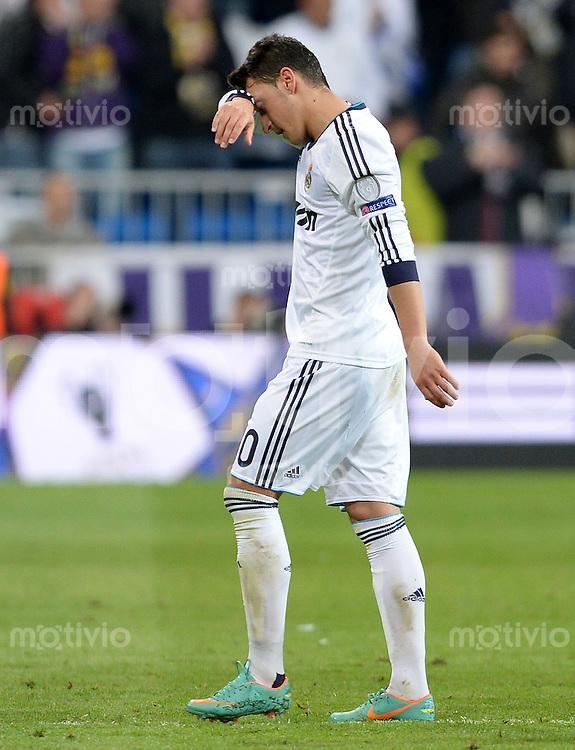 FUSSBALL  CHAMPIONS LEAGUE  HALBFINALE  RUECKSPIEL  2012/2013      Real Madrid - Borussia Dortmund                   30.04.2013 Mesut Oezil (Real Madrid) ist nach dem Abpfiff enttaeuscht