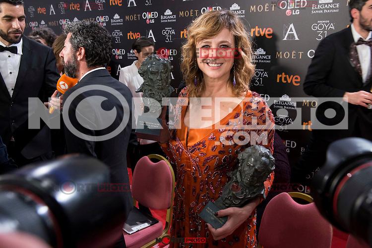 Emma Suarez pose to the media with both Goya award at Madrid Marriott Auditorium Hotel in Madrid, Spain. February 04, 2017. (ALTERPHOTOS/BorjaB.Hojas) /NORTEPHOTO.COM