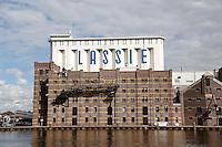 Nederland Wormer 2015. Lassie fabriek aan de Zaan. In 1954 introduceerde de al sinds 1894 in Wormer gevestigde Koninklijke stoomrijstpellerij Mercurius rijst onder de merknaam Lassie op de Nederlandse markt.