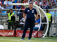 SANTA MARTA- COLOMBIA, 17-03-2019: Luis Fernando Suárez director técnico del Atlético Junior ante el Unión Magdalena durante partido por fecha 10 de la Liga Águila I 2019 jugado en el estadio Sierra Nevada de la ciudad de Santa Marta. / Luis Fernando Suarez coach of Atletico Junior during match agaisnt of Union Magdalena for the date 10 as part of the  Aguila League  I 2019 played at the Sierra Nevada Stadium in Santa Marta  city. Photo: VizzorImage / Gustavo Pacheco / Contribuidor