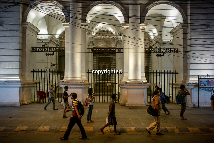 Pedestrians walk outside the Indian Museum at night in the New Market area of Kolkata, West Bengal on Thursday, May 25, 2017. Photographer: Sanjit Das