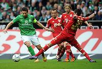 FUSSBALL   1. BUNDESLIGA   SAISON 2011/2012   32. SPIELTAG SV Werder Bremen - FC Bayern Muenchen               21.04.2012 Claudio Pizarro (li, SV Werder Bremen) gegen Rafinha, Anatoliy Tymoshchuk und Luiz Gustavo (v.l., alle FC Bayern Muenchen)
