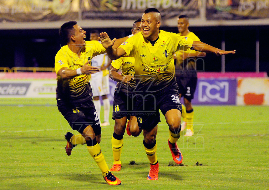 BARRANCABERMEJA -COLOMBIA, 11-02-2017:  Gustavo Bolivar (Der) jugador de Alianza Petrolera celebra un gol anotado a Deportes Tolima durante encuentro fecha 3 de la Liga Aguila I 2017 disputado en el estadio Daniel Villa Zapata de la ciudad de Barrancabermeja.  / Gustavo Bolivar (R) player of Alianza Petrolera celebrates a goal scored to Deportes Tolima during match for the date 3 of the Aguila League I 2017 played at Daniel Villa Zapata stadium in Barrancabermeja city. Photo: VizzorImage / Jose Martinez / Cont