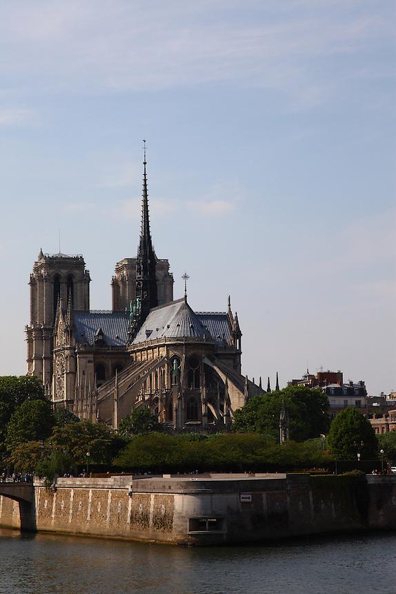 Paris Left Bank: A view of the back of the church of Notre Dame in the Île de la Cité in Paris,  surrounded by the Seine river.