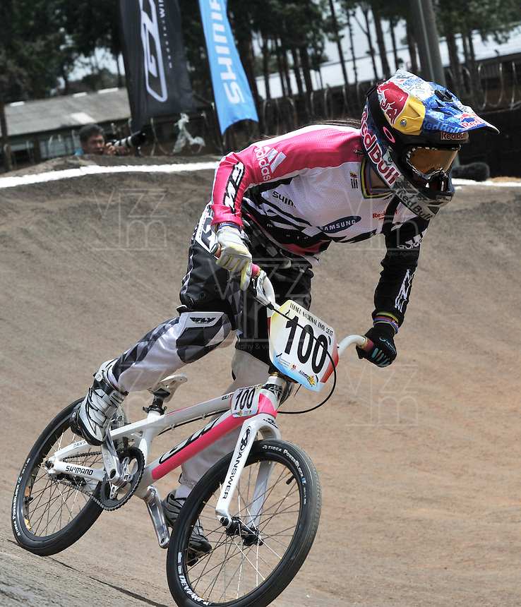 BOGOTA - COLOMBIA - 29-06-2013: Mariana Pajon, campeona Olimpica de BMX, durante competencia en Bogota, junio 29 de 2013. Se realiza en la Unidad Deportiva de El Salitre en la Pista Mario Soto la VI Y VII validas nacionales del Torneo de BMX, con la participación de mas  quinientos deportistas de las diferentes ligas del país, selectivo y preparatorio al Campeonato Mundial UCI BMX con sede en Nueva Zelandia (Foto:VizzorImage / Luis Ramirez / Staff). Mariana Pajon, BMX Olympic Champion during competition in Bogota, June 29, 2013. It takes place in Sports Unit El Salitre, on Track Mario Soto la VI and VII valid BMX National Tournament, with the participation of over five hundred athletes from the different leagues in the country, selective and preparatory to UCI BMX World Championships based in New Zealand  (Photo: VizzorImage / Luis Ramirez / Staff)