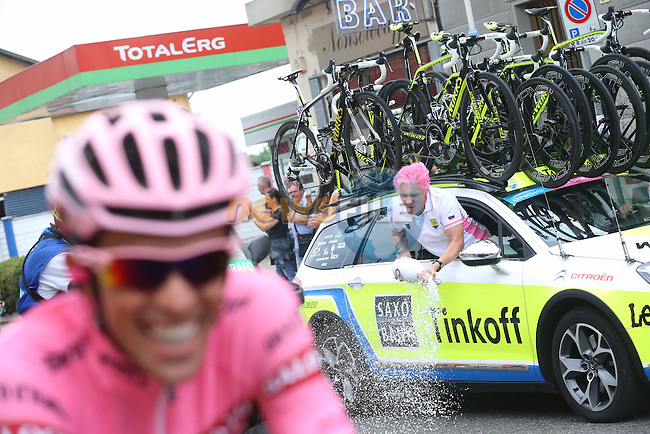 Team owner Oleg Tinkoff celebrates with race winner Alberto Contador (ESP) Tinkoff-Saxo at the start of Stage 21, the final stage, of the 98th Giro d'Italia 2015 running 178km from Turin to Milan. 31st May 2015. <br /> Photo: ANSA/Daniel Dal Zennaro/www.newsfile.ie