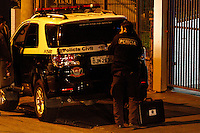 SÃO PAULO,SP,05.08.2014 - PERICIA MORTE PIXADORES - A policia civil realizou na noite de hoje a pericia no edifício na Mooca na Zona Leste de São Paulo onde dois pichadores foram mortos por policiais militares na quinta-feira (31). (Foto Ale Vianna/Brazil Photo Press).