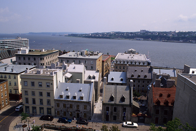 CANADA, QUEBEC CITY, VIEW OF ST. LAWRENCE RIVER