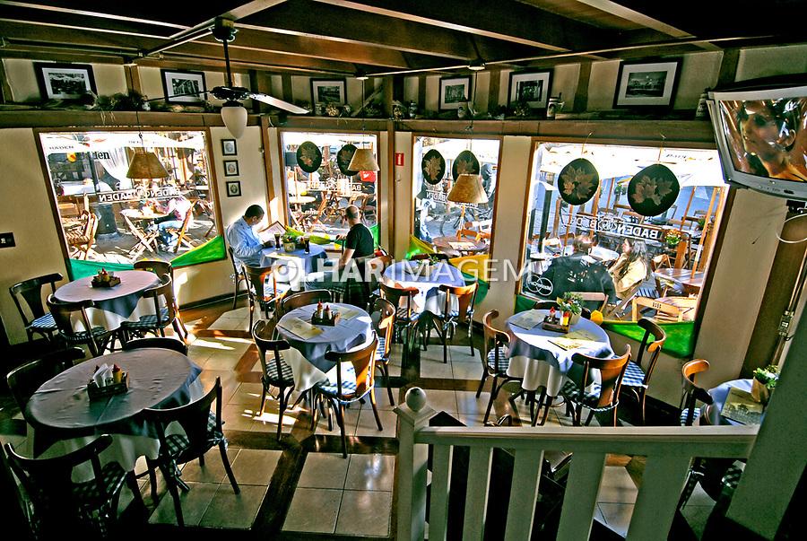 Cervejaria Baden Baden em Vila Capivari. Campos do Jordão. São Paulo. 2006. Foto de Juca Martins.