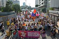 SÃO PAULO, SP, 03.05.2014 – CAMINHADA LÉSBICA / BISSEXUAIS: Populares participam da 12º edição da Marcha de Lésbicas e Bissexuais de São Paulo na Av. Paulista durante a tarde deste sábado (03), dia que antecede a Parada Gay 2014. (Foto: Ben Tavener / Brazil Photo Press).