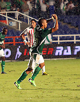 CALI - COLOMBIA-27-04-2013: Carlos Lizarazo jugador del Deportivo Cali celebra el gol anotado durante partido en el estadio Pascual Guerrero de la ciudad de Cali, abril 27 de 2013. Deportivo Cali y Atletico Junior durante partido por la decimotercera fecha de la Liga Postobon I. (Foto: VizzorImage / Juan C Quintero / Str).  Carlos Lizarazo player of Deportivo Cali celebrates a goal scored during game in the Pascual Guerrero stadium in Cali City, April 27, 2013. Deportivo Cali and Atletico Junior in a match for the thirteenth round of the Postobon League I. (Photo: VizzorImage / Juan C Quintero / Str)..