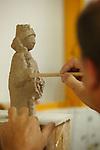 Proceso de creacion de ceramica en la fabrica de Sargadelos en Cervo, Lugo. Modelo.