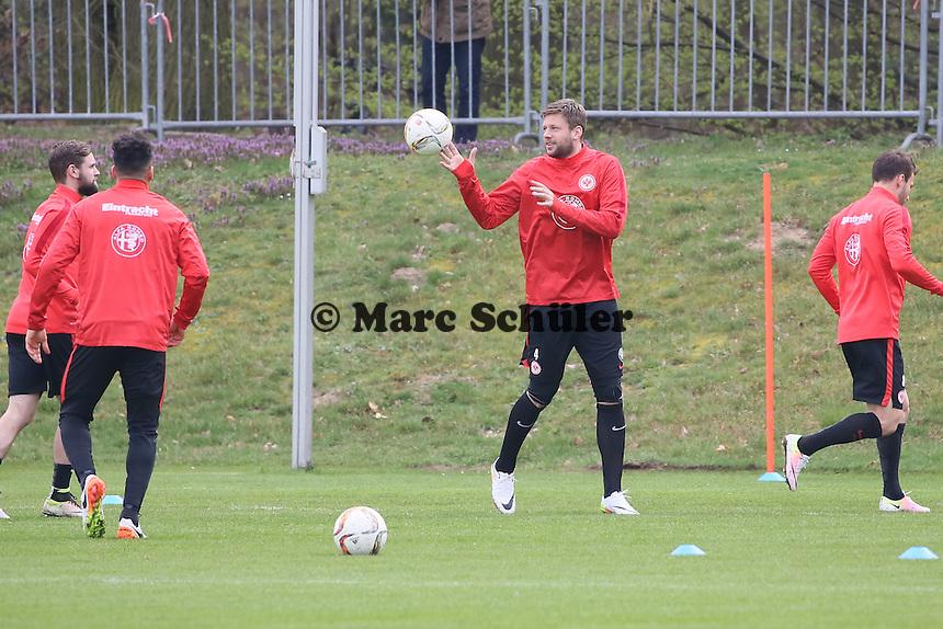 Marco Russ beim Aufwärmspiel - Eintracht Frankfurt Training, Commerzbank Arena