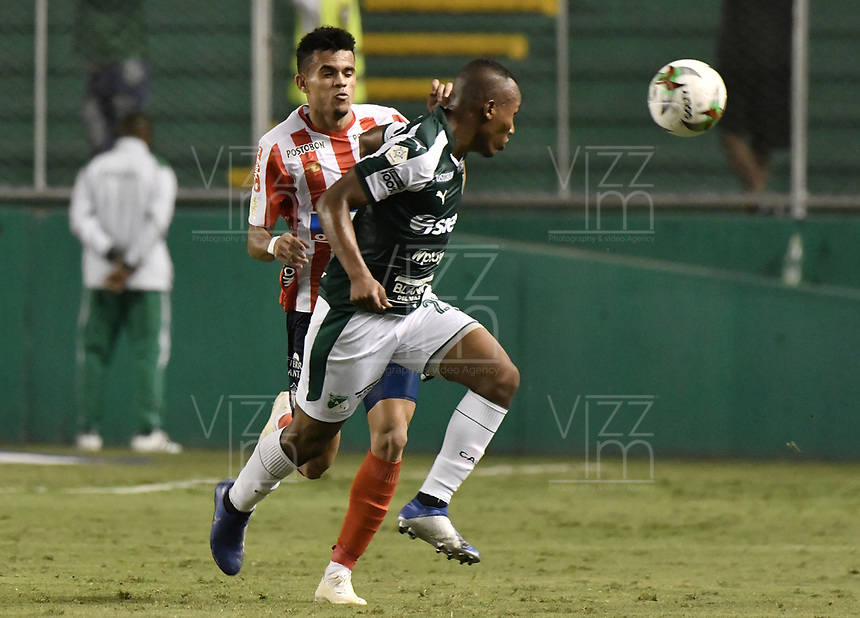 PALMIRA - COLOMBIA, 17-04-2019: Andres Balanta del Cali disputa el balón con Luis Diaz de Junior durante partido por la fecha 16 de la Liga Águila I 2019 entre Deportivo Cali y Atlético Junior jugado en el estadio Deportivo Cali de la ciudad de Palmira. / Andres Balanta of Cali vies for the ball with Luis Diaz of Junior during match for the date 16 as part Aguila League I 2019 between Deportivo Cali and Atletico Junior played at Deportivo Cali stadium in Palmira city .  Photo: VizzorImage / Gabriel Aponte / Staff