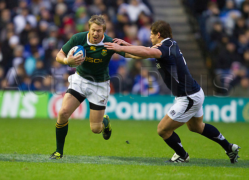 20.11.2010 International Rugby Union from Murrayfield Scotland v South Africa. South Africa's 13 Frans Steyn tries to get around the outside, but came against stiff defense