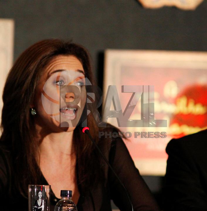 SAO PAULO, SP, 27 DE FEVEREIRO 2012 - COLETIVA FAMILIA ADDAMS  - A atriz Marisa Orth durante coletiva de imprensa do espetáculo A Familia Addams, no Teatro Abril na manha desta segunda-feira, 27. (FOTO: WILLIAM VOLCOV  / BRAZIL PHOTO PRESS).