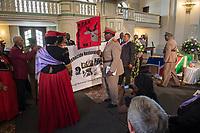 """Gedenkgottesdienst am Mittwoch den 29. August 2018 in der Franzoesischen Friedrichstadtkirche in Berlin-Mitte anlaesslich der Uebergabe sterblicher Ueberreste indigener Gemeinschaften aus der ehemaligen deutschen Kolonie """"Deutsch-Suedwestafrika"""" an die Regierung von Namibia.<br /> Die sterblichen Ueberreste von Hereros und Nama aus dem damaligen Deutsch-Suedwestafrika wurden in der Kolonialzeit unrechtmaessig entwendet und nach Deutschland gebracht. Am 31. August sollen sie in Windhuk in Namibia bei einem Staatsakt in Empfang genommen werden.<br /> 29.8.2018, Berlin<br /> Copyright: Christian-Ditsch.de<br /> [Inhaltsveraendernde Manipulation des Fotos nur nach ausdruecklicher Genehmigung des Fotografen. Vereinbarungen ueber Abtretung von Persoenlichkeitsrechten/Model Release der abgebildeten Person/Personen liegen nicht vor. NO MODEL RELEASE! Nur fuer Redaktionelle Zwecke. Don't publish without copyright Christian-Ditsch.de, Veroeffentlichung nur mit Fotografennennung, sowie gegen Honorar, MwSt. und Beleg. Konto: I N G - D i B a, IBAN DE58500105175400192269, BIC INGDDEFFXXX, Kontakt: post@christian-ditsch.de<br /> Bei der Bearbeitung der Dateiinformationen darf die Urheberkennzeichnung in den EXIF- und  IPTC-Daten nicht entfernt werden, diese sind in digitalen Medien nach §95c UrhG rechtlich geschuetzt. Der Urhebervermerk wird gemaess §13 UrhG verlangt.]"""