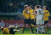 Fussball 2. Bundesliga Saison 2011/2012 11. Spieltag Dynamo Dresden - Alemannia Aachen V.l.: Nach einem Foul an Robert KOCH (Dynamo Dresden), wird Romain BREGERIE (Dynamo Dresden) von Christian FIEL (Dynamo Dresden) und Zlatko DEDIC (Dynamo Dresden) zur Vernunft gebracht.