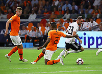 Mark Uth (Deutschland Germany) setzt sich durch gegen Matthijs de Ligt (Niederlande, Netherlands) und Denzel Dumfries (Niederlande) - 13.10.2018: Niederlande vs. Deutschland, 3. Spieltag UEFA Nations League, Johann Cruijff Arena Amsterdam, DISCLAIMER: DFB regulations prohibit any use of photographs as image sequences and/or quasi-video.