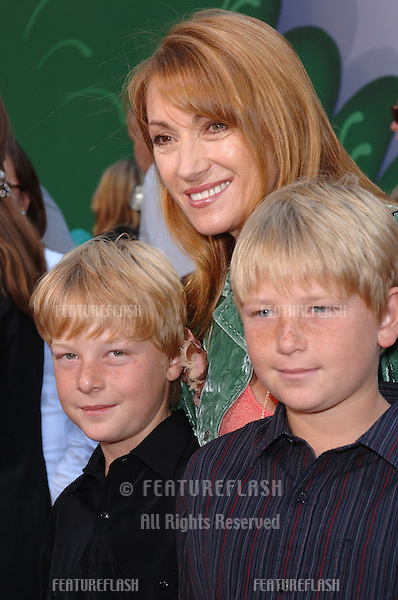 Actress JANE SEYMOUR & sons at the world premiere of Walt Disney's Chicken Little at the El Capitan Theatre, Hollywood..October 30, 2005 Los Angeles, CA.© 2005 Paul Smith / Featureflash