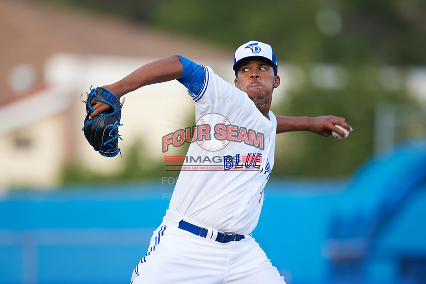 Dunedin Blue Jays starting pitcher Angel Perdomo (52) delivers a pitch during a game against the St. Lucie Mets on April 19, 2017 at Florida Auto Exchange Stadium in Dunedin, Florida.  Dunedin defeated St. Lucie 9-1.  (Mike Janes/Four Seam Images)