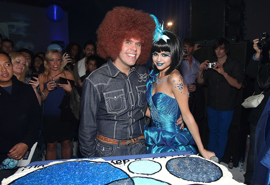 ** EXCLUSIVE **  Selena Gomez poses with Perez Hilton at Perez Hilton's Blue Ball birthday celebration Saturday March 26, 2011, in the Hollywood section of Los Angeles. (Donald Traill/AP Images)
