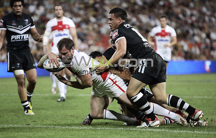 PICTURE BY VAUGHN RIDLEY/SWPIX.COM - Rugby League - Rugby League World Cup 2008 - England v New Zealand Semi-Final - Suncorp Stadium, Brisbane, Australia - 15/11/08...Copyright - Simon Wilkinson - 07811267706...England's Jamie Peacock scores a try.