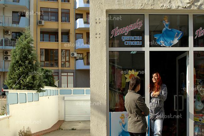 """BULGARIEN, 09.2009.Sliven.Diese zentralbulgarische Industriestadt ist einer der wichtigsten Herkunftsorte fuer in Westeuropa arbeitende Prostituierte:. Das Neubauviertel """"Klein-Amsterdam"""" rund um die General-Dragomirov-Str. Vor allem hier eroeffnen die Ex-Prostituierten nach ihrer Rueckkehr Solarien oder Kinderlaeden. Oft schaffen sie damit Arbeitsplaetze fuer andere Frauen, bleiben aber meist im mafioesen Milieu..This central-bulgarian industrial town is one of the main origins of prostitutes for Western Europe, especially Belgium and Holland:.The newly constructed quarter around General Dragomirov street, nicknamed """"Little Amsterdam"""". Especially here ex-prostitutes returning home open solaria and childcare shops. They often manage to create jobs for other women but tend to stay close to mafia economy. .© Martin Fejer/EST&OST"""